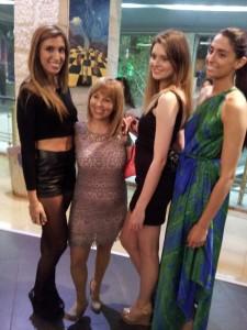 אופיר קפח סגנית מלכת היופי ל-2013 בשמלת מקסי שיפון משי ירקרקה–כחולה ,מוכיחה שהיא מעיזה להביא את הפרזנטציה המתאימה לה.